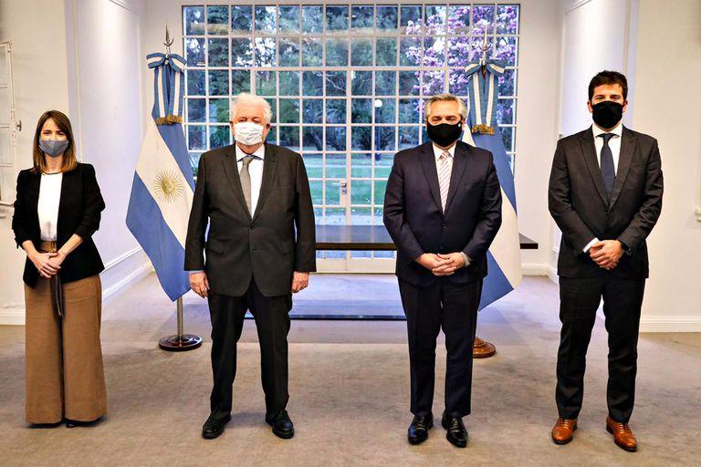 EL Presidente, Ginés González García, Agustín Lamas y Agustina Elizalde.