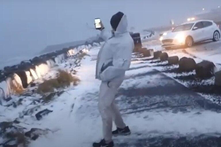 """Islandia: un cazador de tormentas graba el paso de una """"bomba meteorológica"""""""