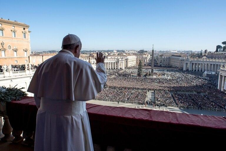 Francisco pronunció el tradicional discurso frente a miles de fieles en la Plaza de San Pedro