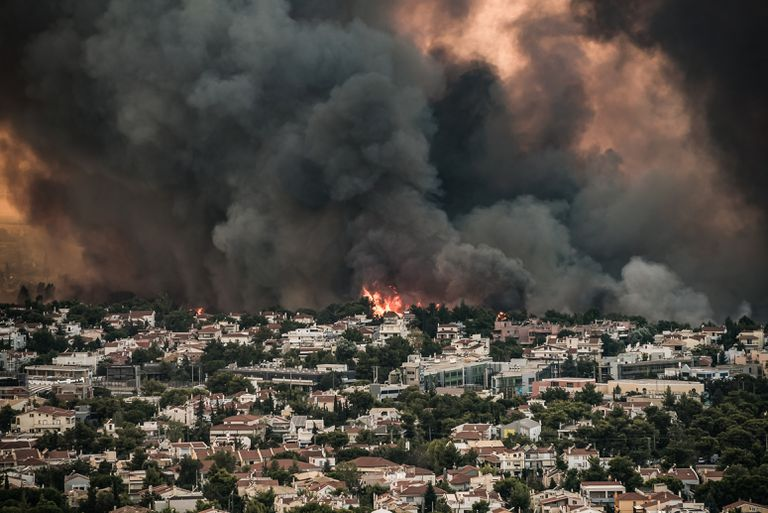 El humo provocado por los incendios forestales en Tatoi, en las afueras de Atenas (Eurokinissi/Eurokinissi via ZUMA Press Wire/dpa)