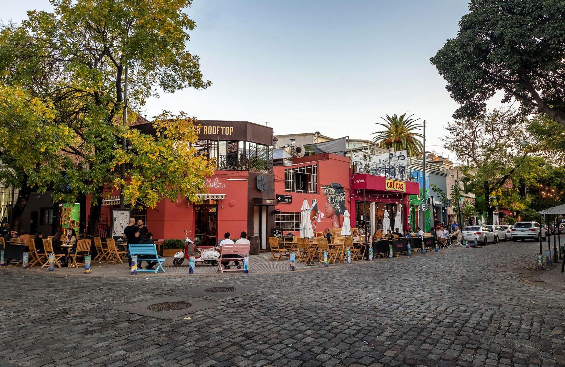 Sandro adora las calles de Palermo Soho y Hollywood, donde reside.