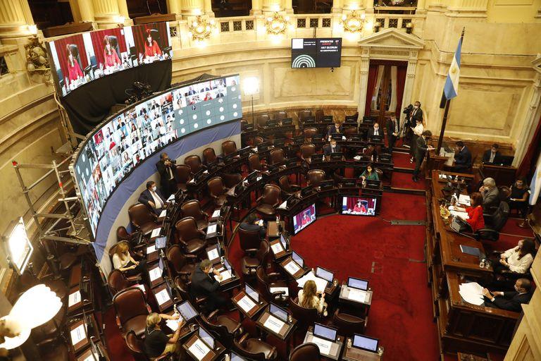Cristina Kirchner encabezó la sesión en la que no faltaron pases de factura entre el oficialismo y la oposición