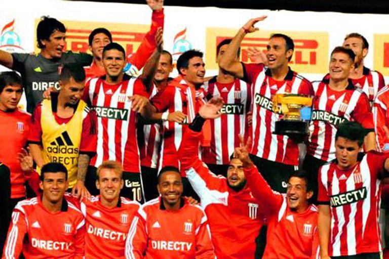 Estudiantes se quedó con la Copa tras el clásico