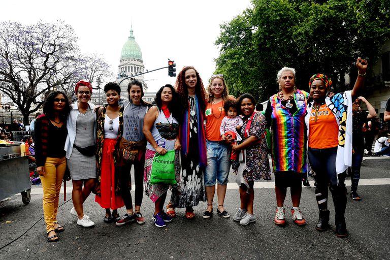 Mujeres de Brasil, Paraguay, Ecuador, Venezuela, México y Argentina reunidas para defender los derechos de la mujer