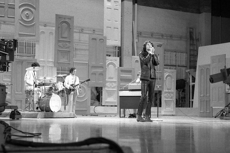 En su nuevo libro de memorias, Krieger aborda varios mitos y leyendas, incluida la controvertida aparición de la banda en The Ed Sullivan Show el 17 de septiembre de 1967