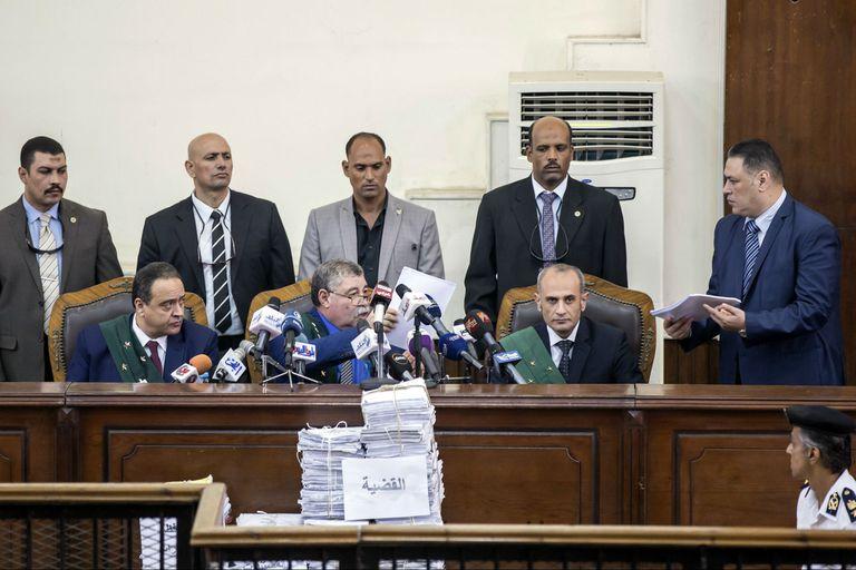 Egipto: un tribunal condena a 75 personas a la pena de muerte