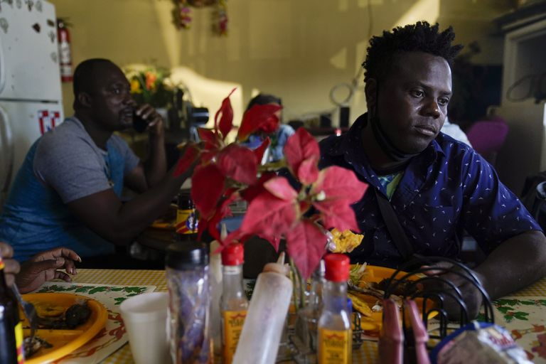 Por qué la odisea de miles de haitianos hacia EE.UU. empieza en América del Sur