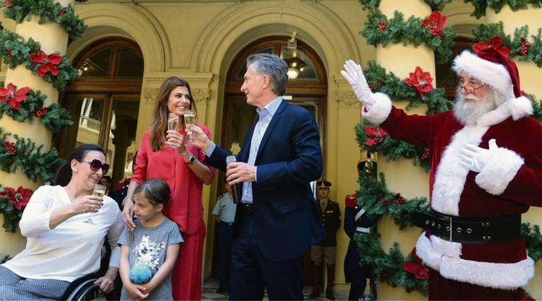 Macri, Awada, Antonia y Michetti, ayer en el brindis de fin de año en la Casa Rosada