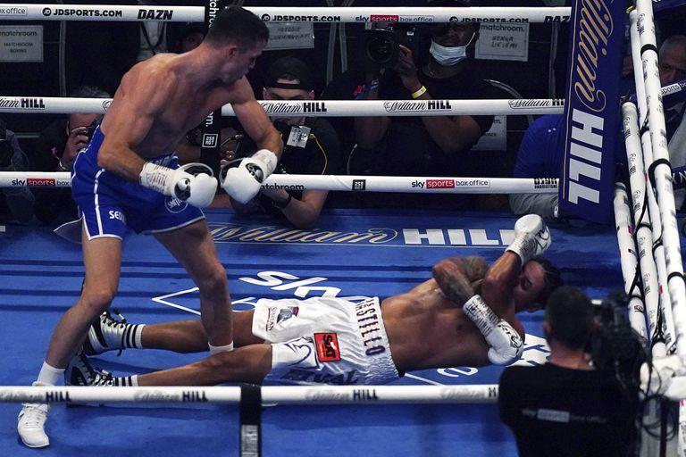 El momento más duro: Callum Smith ya derribó a Castillo, que quedó sin respuesta en la lona