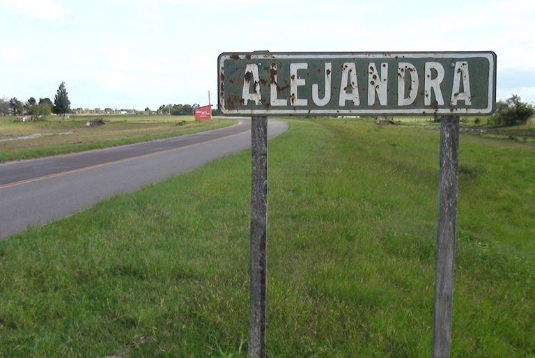 Los habitantes de Alejandra, en Santa Fe, están conmovidos por la muerte de tres vecinos tras una pelea por un cordero