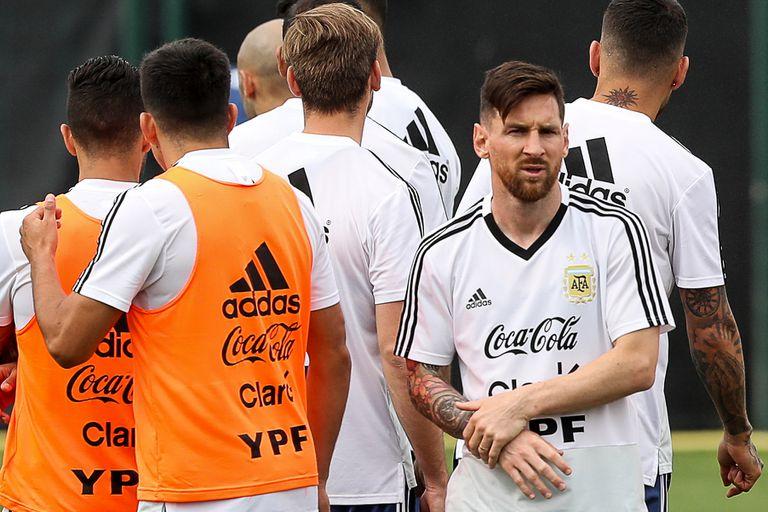 Leo Messi se entrena con sus compañeros en la Ciudad Deportiva del Barcelona