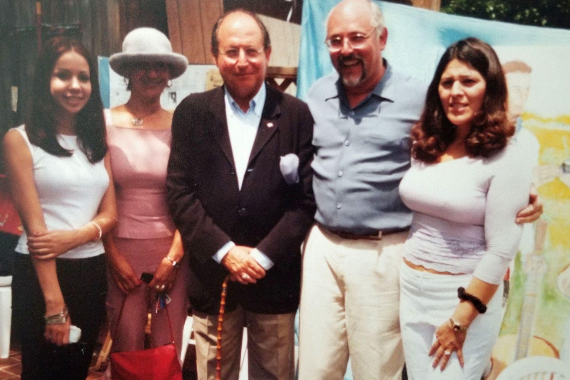 Asado en lo de Daniel, junto a su mujer, y a Diego Guelar y familia como invitados.