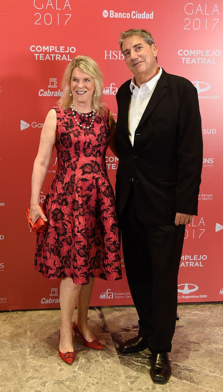 Eva Soldati, presidenta de la Fundación Amigos del Teatro San Martín, junto al director del INCAA, Ralph Haiek