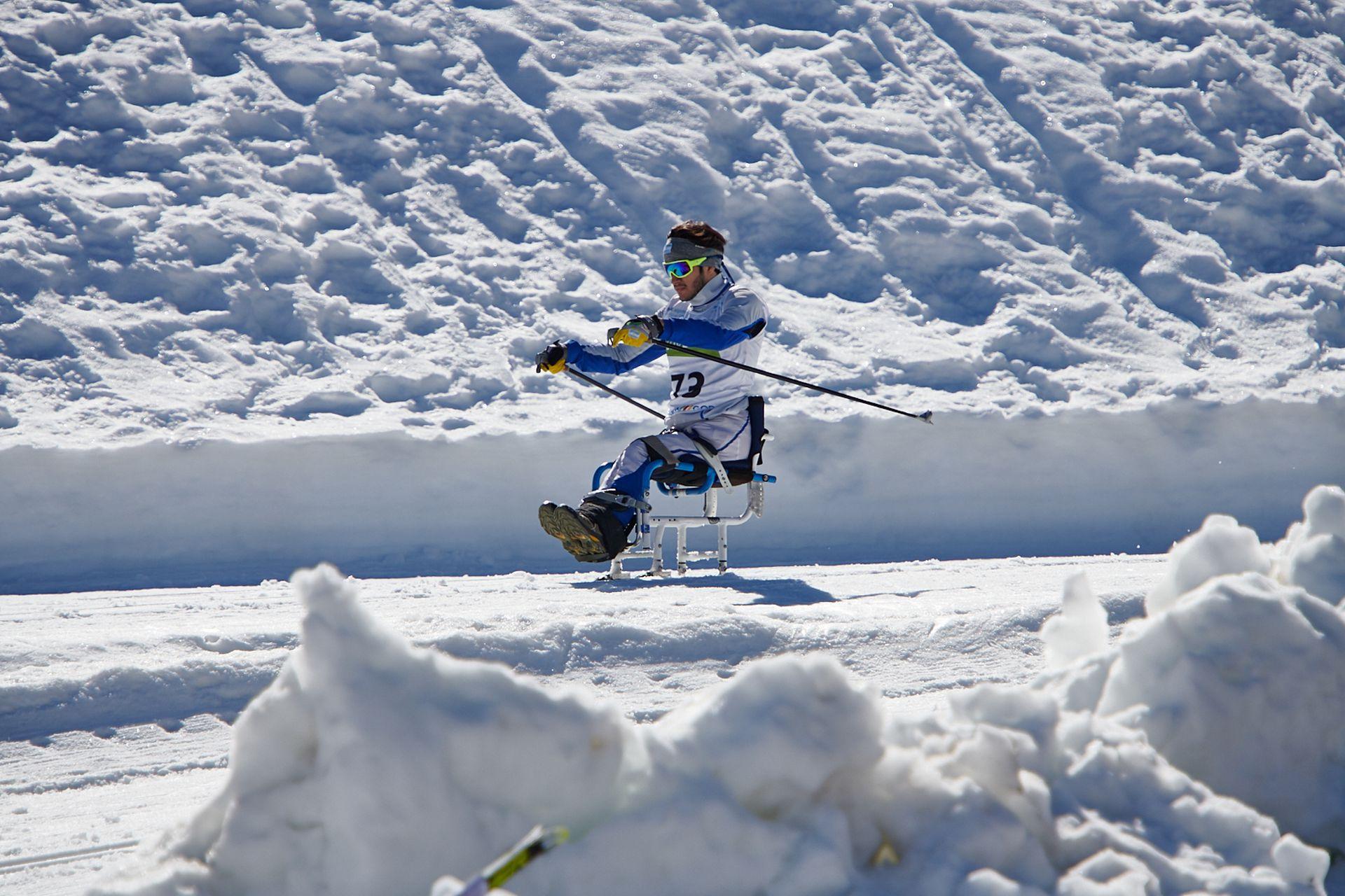 Nicolás Lima comenzó a esquiar en 2018, cuando un equipo de esquí de Brasil, que entrenaba en Ushuaia, le prestó una silla para hace esquí adaptado