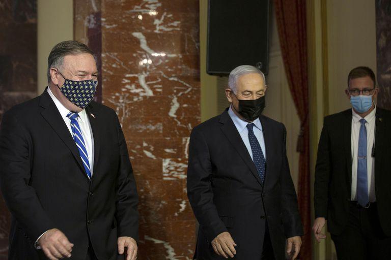 El secretario de Estado de EE. UU., Mike Pompeo y el primer ministro israelí, Benjamin Netanyahu, llegan para hacer una declaración conjunta después de reunirse en Jerusalén, el 19 de noviembre de 2020