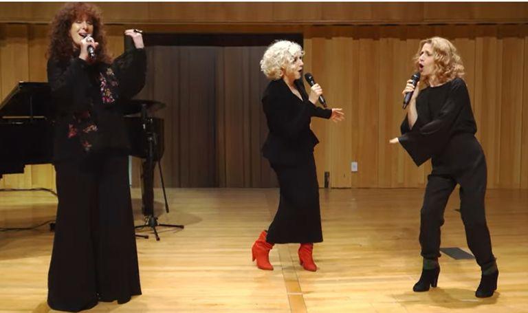 """Julia Zenko, Ana María Cores y Elena Roger brindaron el broche de oro de lujo interpretando una bellísima versión de """"Mañana"""" (del musical Annie), con Juan Pablo Schapira al piano"""