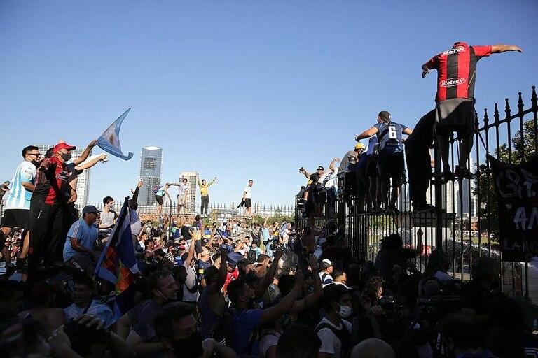 Desbordes frente a la Casa Rosada durante el velatorio de Diego Maradona