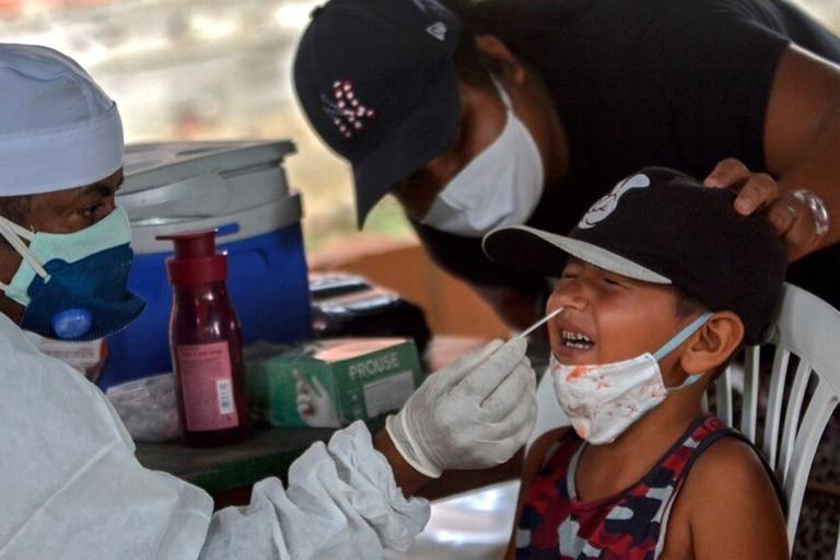 La Universidad de Oxford tiene previsto probar su vacuna contra el coronavirus por primera vez en niños de entre 6 y 17 años