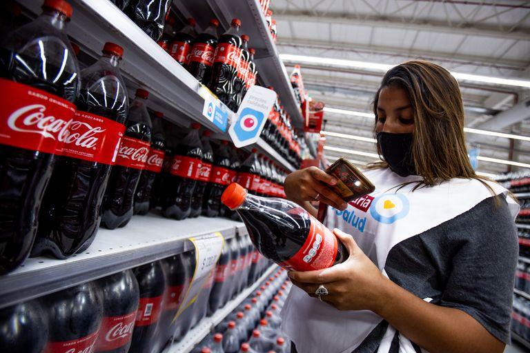 Acompañados por la intendenta de Moreno, integrantes de movimientos sociales controlaron los Precios Cuidados en el siete supermercados del distrito