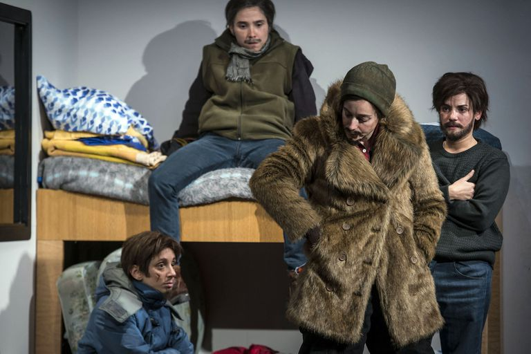 Petróleo, el mundo del trabajador patagónico según las chicas de las pieles