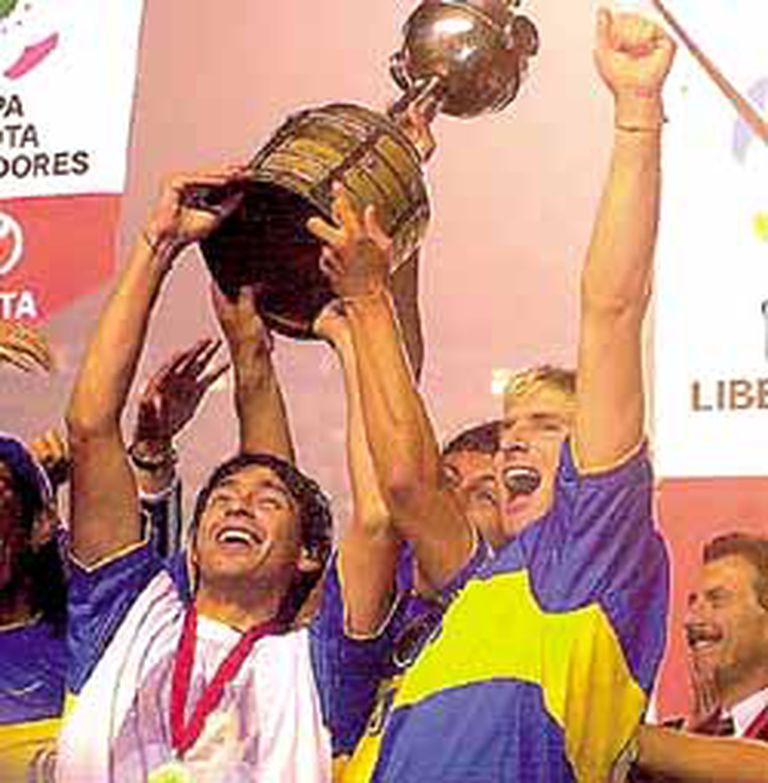 Hizo la América: Cristian Traverso y Martín Palermo levantaron la Copa Libertadores; Boca la recuperó después de 22 años de frustraciones