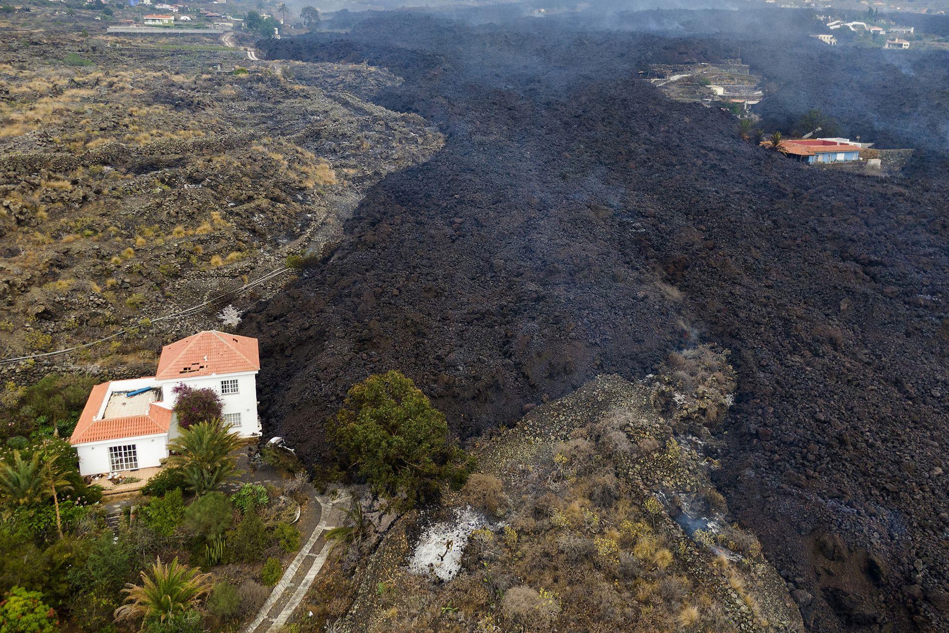 Una casa quedará destrozada por la lava