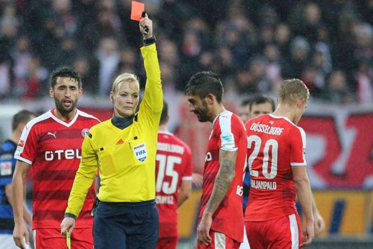 Bibiana Steinhaus, la única mujer árbitro de la Bundesliga