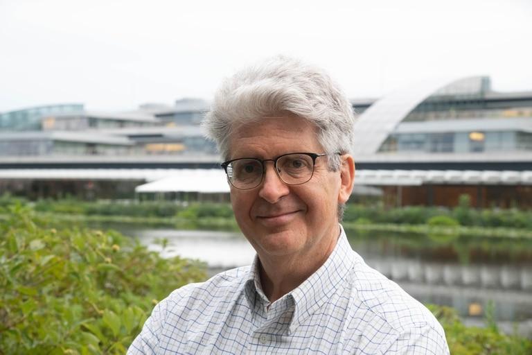 Fernando Reimers es profesor de Universidad de Harvard, su principal planteo es que la escuela sea más relevante y útil para el mundo en el que los estudiantes están creciendo, y considera que la pandemia abrió una nueva oportunidad educativa
