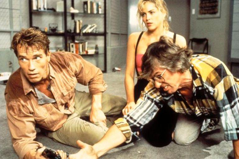 Schwarzenegger y Sharon Stone reciben órdenes del director Paul Verhoeven