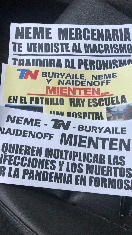 Distintos papeles con señalamientos a los referentes de la oposición formoseña aparecieron en la capital de la provincia
