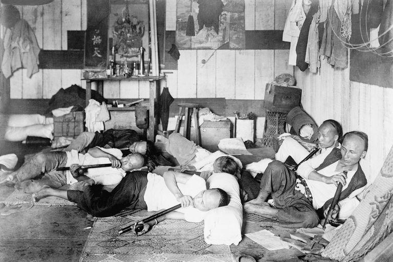 Los fumaderos de opio, como este de Filipinas, eran habituales en el sudeste asiático en el siglo XIX y principios del XX