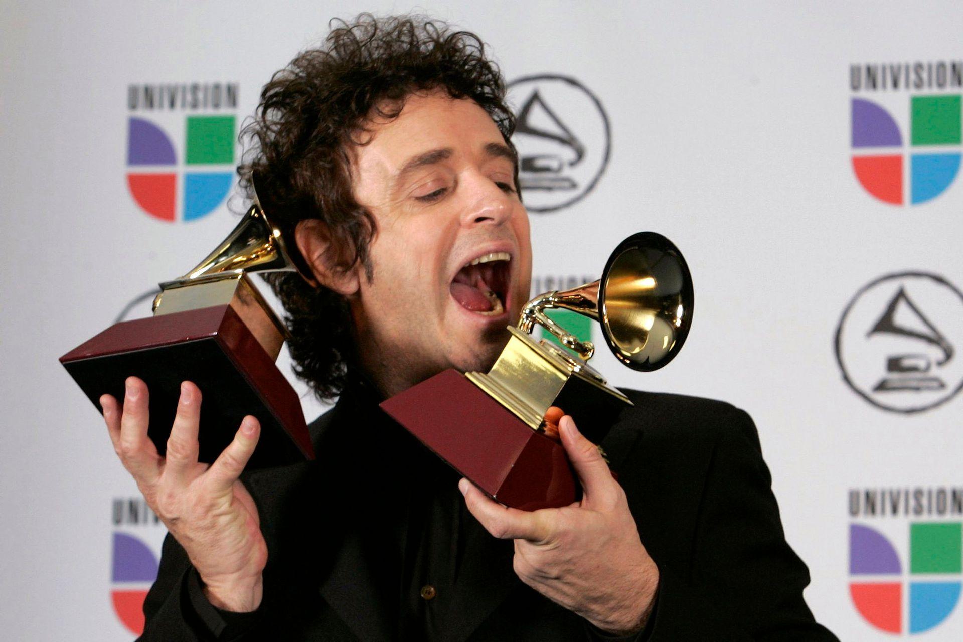 Con los dos Latin Grammy que obtuvo en 2006
