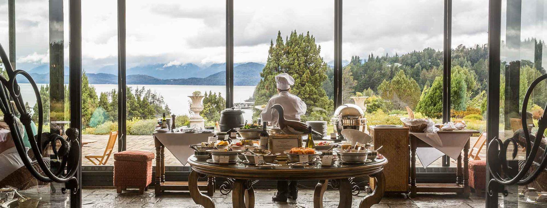 El clásico Llao Llao, siempe vigente para desayunar, almorzar o merendar con buenas vistas