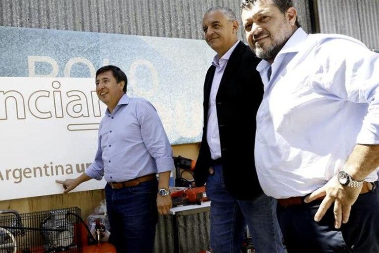 El ministro Daniel Arroyo, con Gonzalo Calvo, uno de los desplazados después del escándalo de la compra de alimmentos