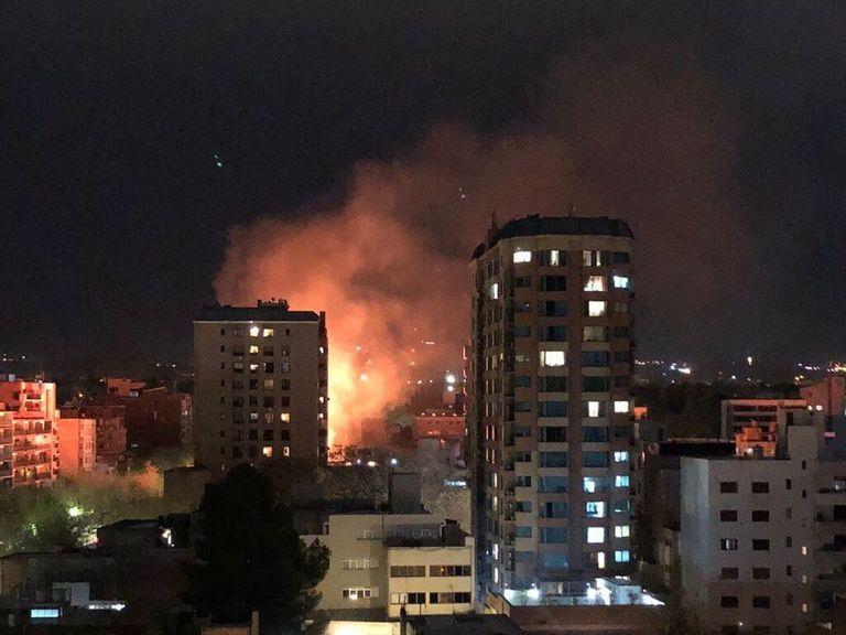 Impactante incendio sobre la calle Colón, en pleno centro de Mendoza.