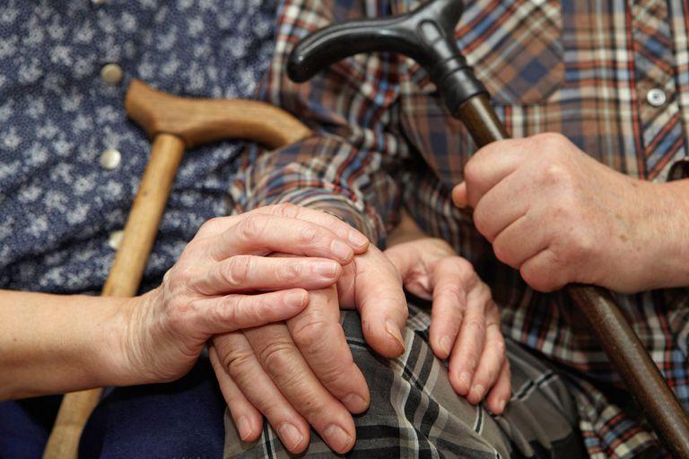 Las personas que, al llegar a la edad de 65 años, cumplan con el requisito de haber acumulado 30 años de aportes previsionales, no tendrán derecho al pago de la PUAM en caso de que opten por seguir trabajando sin tramitar por un tiempo el alta de su haber jubilatorio