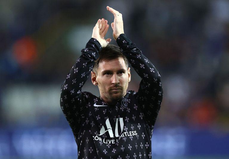 La hinchada de Brujas sorprendió a Messi con un insólito cartel