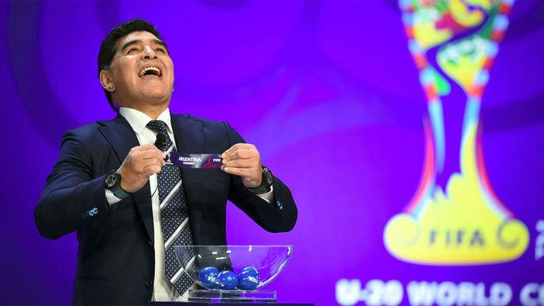 Diego Maradona será uno de los ayudantes del sorteo