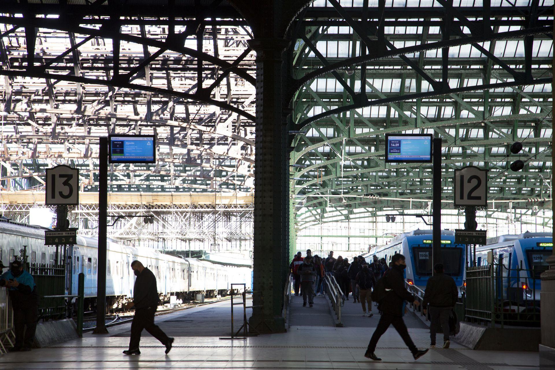 Los andenes de la estación central Constitución, que fue recientemente restaurada