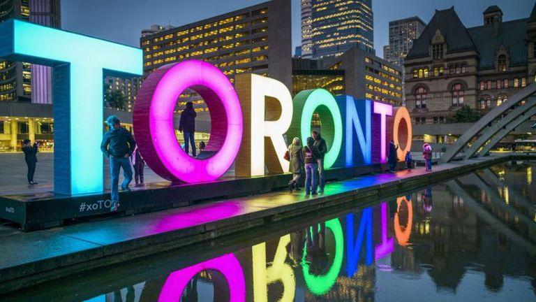 Los residentes de Toronto se sienten seguros debido a la larga historia de multiculturalismo de la ciudad