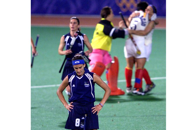 Aymar no lo puede creer. Tras la derrota ante España, la Argentina avanza a la ronda final con 0 puntos