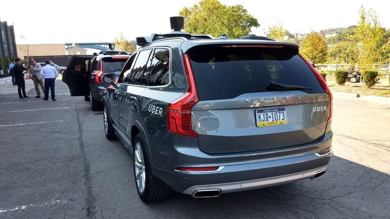 Una vista de la parte posterior del vehículo de Uber