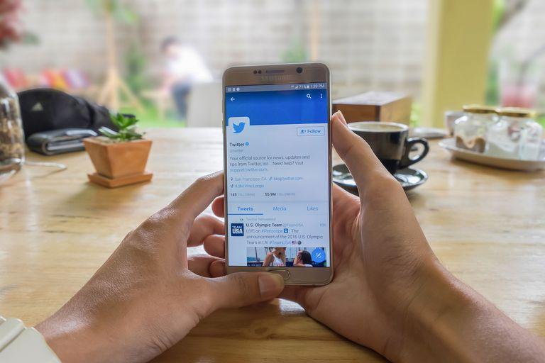 Twitter sigue sumando nuevas funciones y acaba de actualizar su aplicación para Android con un buscador de mensajes directos