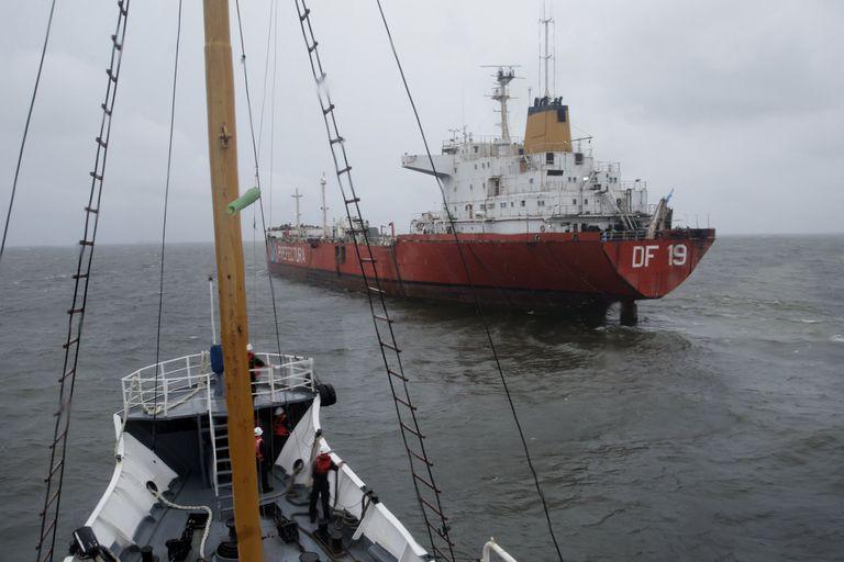 Cómo es el trabajo de los prácticos, los baqueanos del mar