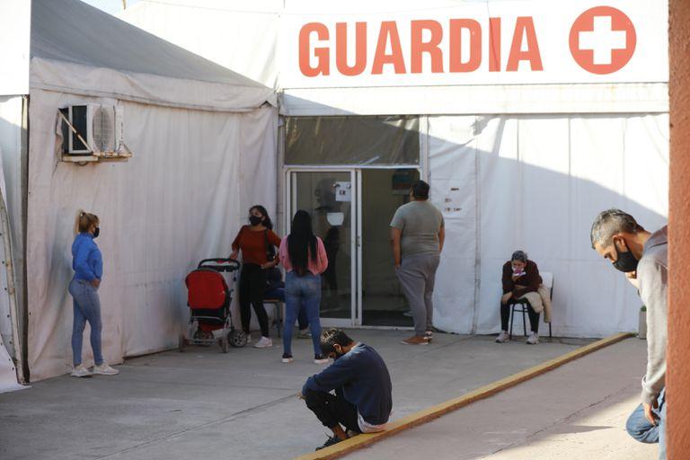 Guardia del Hospital Municipal Domingo Angio de Jose C. Paz. exclusivo para la atencion de Covid 19. El 27_04_2021FOTO: Fabian Marelli