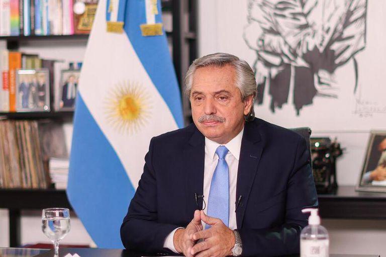 Alberto Fernández, anoche, al anunciar las nuevas restricciones para el área metropolitana