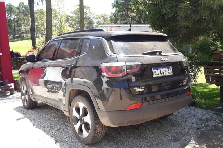La camioneta Jeep modelo 2018, que estaba estacionada en la puerta tenía documentación clonada y fue secuestrada