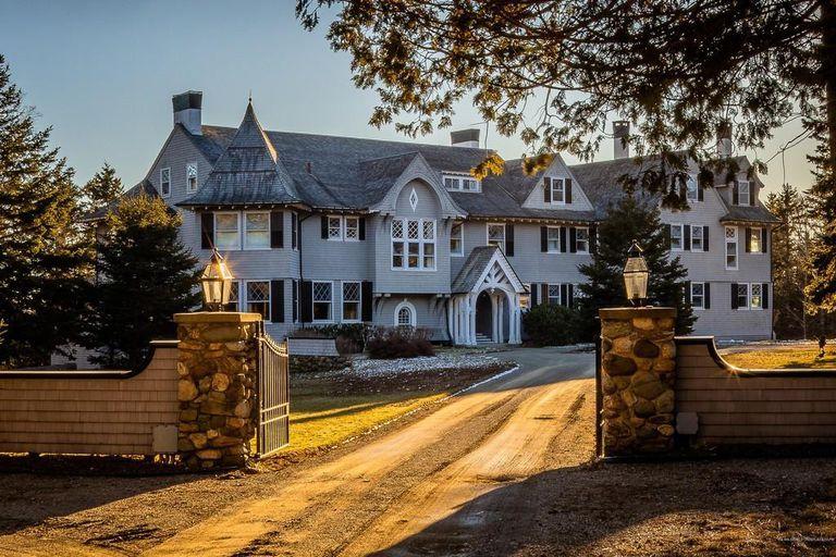 John Travolta vende la extraordinaria casa de verano que compartía con su esposa