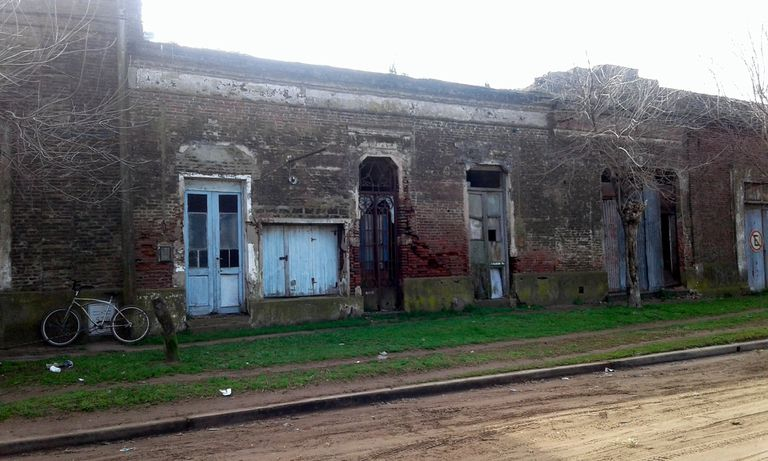 Un edificio abandonado en Bayauca