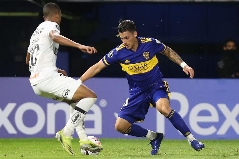 """Cristian Pavón, en una escena del partido entre Boca y Santos de Brasil por la Copa Libertadores 2021; Kichán fue otro de los """"refuerzos"""" para afrontar los últimos partidos"""